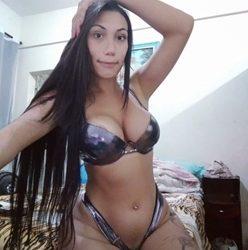 Transexual Gabriielly Soares levando no cuzinho e gemendo gostoso