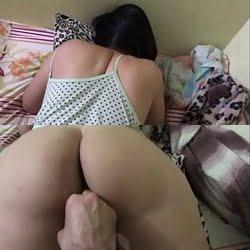 Amaciando a buceta gostosa da esposa rabuda pra depois foder com força