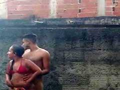 Flagras de sexo caseiro fodendo na piscina caiu nos grupos de putaria